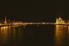De gouden gebouwen van Boedapest Stock Fotografie