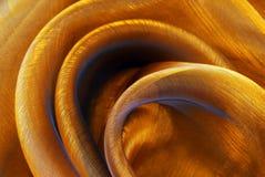 De gouden golvende textuur van de organzastof Stock Foto's