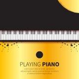 De gouden Grote piano en de stoel van de folie Hoogste mening Stock Foto's