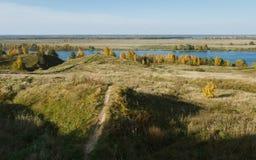 De gouden Herfst in Konstantinovo royalty-vrije stock foto's