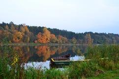 De gouden herfst op Neman Stock Afbeelding