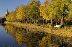 De gouden Herfst in Peterhof Stock Foto