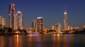 De gouden Horizon van de Kuststad bij nacht Royalty-vrije Stock Fotografie