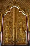 De gouden Houten Deuren van het Beeldhouwwerk Stock Afbeelding