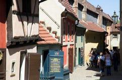 De gouden huizen van de Steeg, Praag Stock Foto