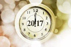 De gouden klok en nummer 2017 met schitteren Royalty-vrije Stock Afbeelding