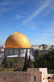 De gouden koepel van de moskee Royalty-vrije Stock Afbeeldingen