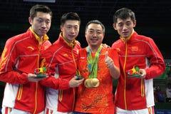 De gouden medaille van het mensen` s China team bij de Olympische Spelen 2016 stock foto's