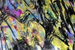 De gouden purpere hypnotic golvenplonsen, kleurrijke levendige wasachtige kleuren, stelt creatieve achtergrond tegenover elkaar Stock Afbeeldingen