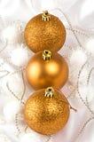 De gouden snuisterijen van Kerstmis Stock Afbeelding