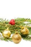 De gouden snuisterijen van Kerstmis en rood hart Stock Foto's