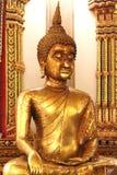 De gouden standbeelden van Boedha Stock Afbeeldingen