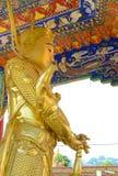 De gouden standbeelden van Boedha bij het Klooster van Tienduizendtalbuddhas, Hong Kong Royalty-vrije Stock Afbeeldingen