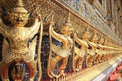 De gouden standbeelden van Thailand Royalty-vrije Stock Afbeeldingen