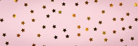 De gouden ster bestrooit op roze De feestelijke Achtergrond van de Vakantie celeb Royalty-vrije Stock Fotografie