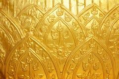 De gouden Thaise muur van de kunstgipspleister Royalty-vrije Stock Afbeeldingen
