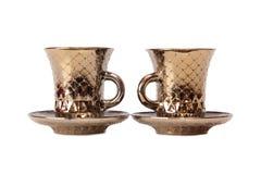De gouden thee vormt drie tot een kom stock foto's
