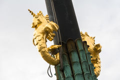 De gouden Witte Achtergrond van Unicorn Flagpole Copper Rust Gothenburg Royalty-vrije Stock Afbeelding