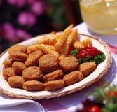 De goudklompjes en de frieten van de kip Stock Fotografie