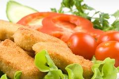 De goudklompjes van de kip met groenten Stock Afbeeldingen