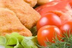 De goudklompjes van de kip met groenten Royalty-vrije Stock Afbeeldingen
