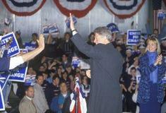 De gouverneur Bill Clinton werkt de menigte bij een de campagneverzameling van Michigan in 1992 op zijn laatste dag het een campa Royalty-vrije Stock Foto's