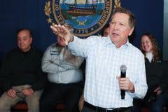De Gouverneur John Kasich van Ohio spreekt in Newmarket, NH, 25 Januari, 2016 Stock Fotografie