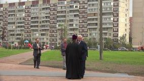 De Gouverneur Poltavchenko van St. Petersburg bij het openen van het monument voor militairen in Afghanistan 4K stock video