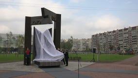 De Gouverneur Poltavchenko van St. Petersburg bij het openen van het monument voor militairen in Afghanistan 4K stock footage