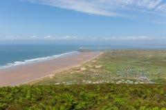 De Gower-schiereilandkust Wales het UK in de zomer met caravans en het kamperen Stock Afbeelding