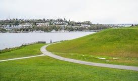 De gröna kullarna av gasverk parkerar i Seattle - SEATTLE/WASHINGTON - APRIL 11, 2017 Arkivbild