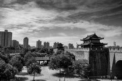 De Gracht en de Stadsmuur in Xi `, China stock afbeeldingen