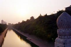 De Gracht van de Muur van de Stad van Xian (Xi'an) Stock Foto's
