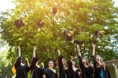 De Graduatie van diversiteitsstudenten royalty-vrije stock foto