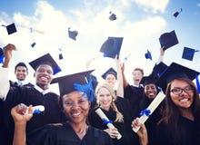 De Graduatiestudent Success Concept van het vieringsonderwijs Stock Fotografie