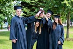 De Graduatiestudent Success Learning Concep van het vieringsonderwijs stock afbeeldingen