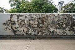 De graffiti van de straatkunst buiten de Portugese ambassade in Charoen Krung, Bangkok stock fotografie