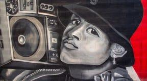 De graffiti van de straatkunst van een jongen die aan muziek luisteren royalty-vrije illustratie