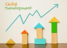 De grafiek van de kindontwikkeling met stuk speelgoed blok Stock Fotografie