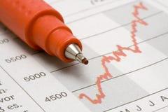 De Grafiek van de voorraad met Rood Potlood Stock Foto
