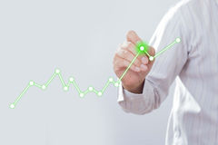 De grafiek van de zakenmantekening een het groeien grafiek Royalty-vrije Stock Afbeeldingen