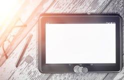 De grafiek van de inkomensgroei Elektronische tablet met een grafiek van gr. Stock Foto