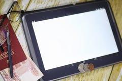 De grafiek van de inkomensgroei Elektronische tablet met een grafiek van gr. Stock Afbeelding
