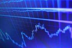 De grafiek van de wereldeconomie Grote gegevens over LEIDEN paneel Het investeren en conceptenaanwinst en winsten met langzaam ve royalty-vrije stock foto's