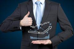 De grafieken van de zakenmanholding Royalty-vrije Stock Fotografie