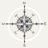 De grafische die wind nam kompas met bloemenelementen wordt getrokken toe Royalty-vrije Stock Afbeeldingen