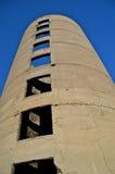 De grands vieux jets versés de silo c'est des ombres Image stock