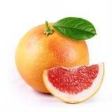 de grapefruit met plak isoleerde witte achtergrond stock fotografie