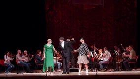 De grappige directeur van het Operatheater stock footage