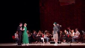 De grappige directeur van het Operatheater stock video